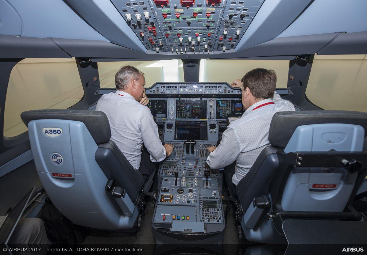 [Internacional] América Latina vai precisar de quase 50 mil novos pilotos de linha aérea em 20 anos A350-1000-simulator-campaign-airbus-cathay-pacific