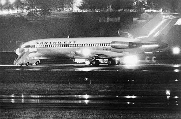7d3f7a40947 O sequestro do voo 305 · AERO Magazine