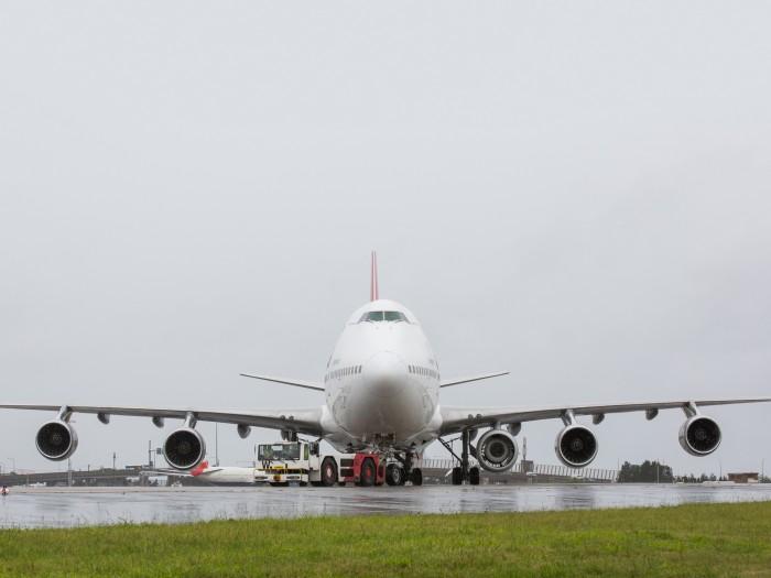 [Internacional] Jumbo decola com cinco motores Qantas_747-400