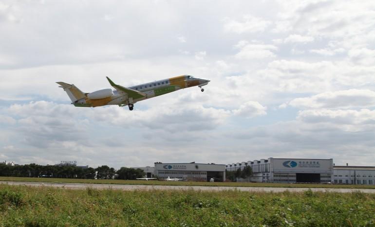 legagy 650 fabricado na China faz voo inaugural