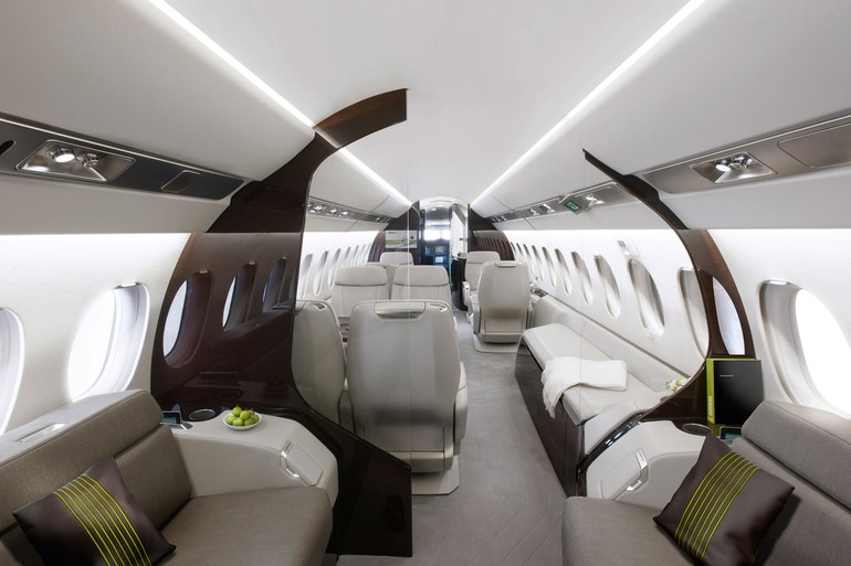 Interior do Falcon 5X