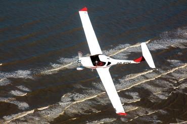 As linhas evidenciam o cuidado aerodinâmico dos projetistas do DA-20