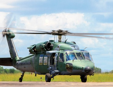 Sikorsky H-60L Black Hawk e Mil Mi-35M Hind (AH-2 Sabre)