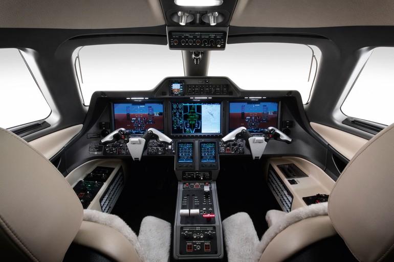 Phenom 300 cockpit