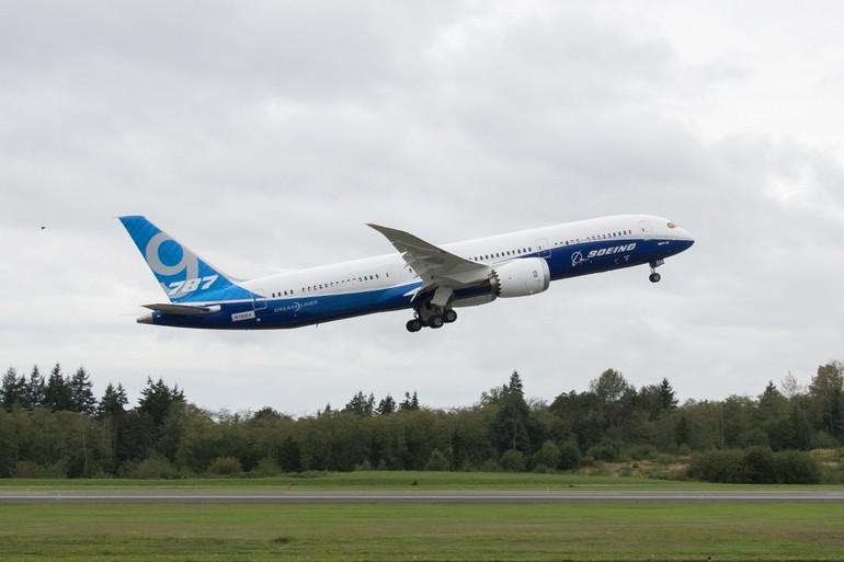 Boeing 787-9 Dreamliner voa pela primeira vez