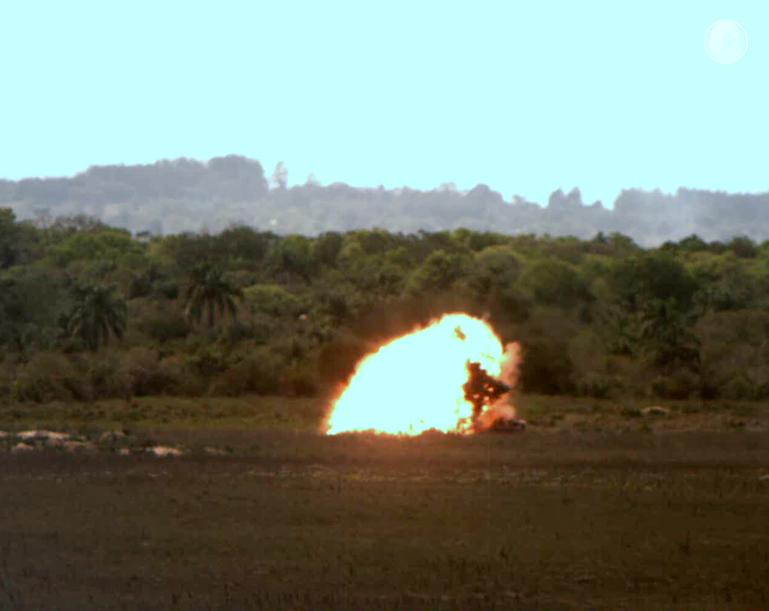 Caças A-1 lançam pela primeira vez bombas guiadas a laser