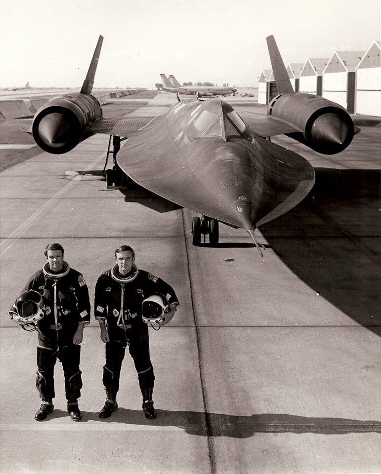 O dia em que o homem voou a mais de 3.500 km/h George-al-brown-suits