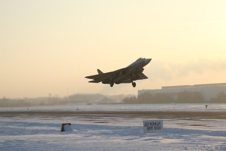 Quinto protótipo do PAK FA realiza voo