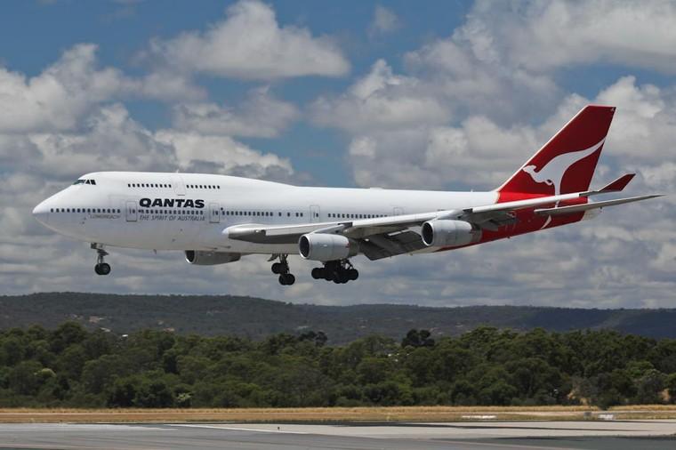 [Internacional] Vibração nos manches provoca sério incidente em voo da Qantas 20111216_vh-oje-1_free_big