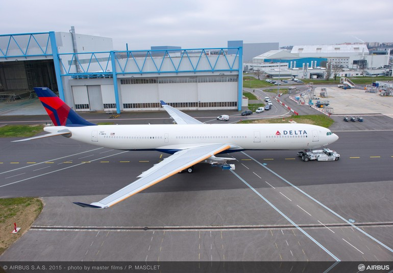 [Internacional] A330-300 MTOW de série realiza roll-out A330-300_242t_delta_air_lines_roll_out_painthall_2_free_big