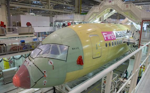 Primeiro A350-1000 entra em produção