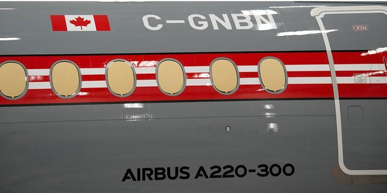 Airbus A220 da Air Canada com pintura retro