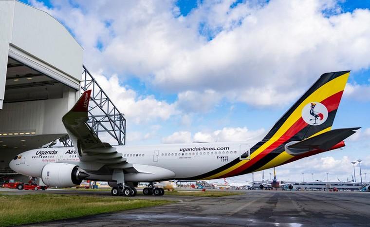 Airbus A330-800 da Uganda Airlines deixa hangar de pintura na França