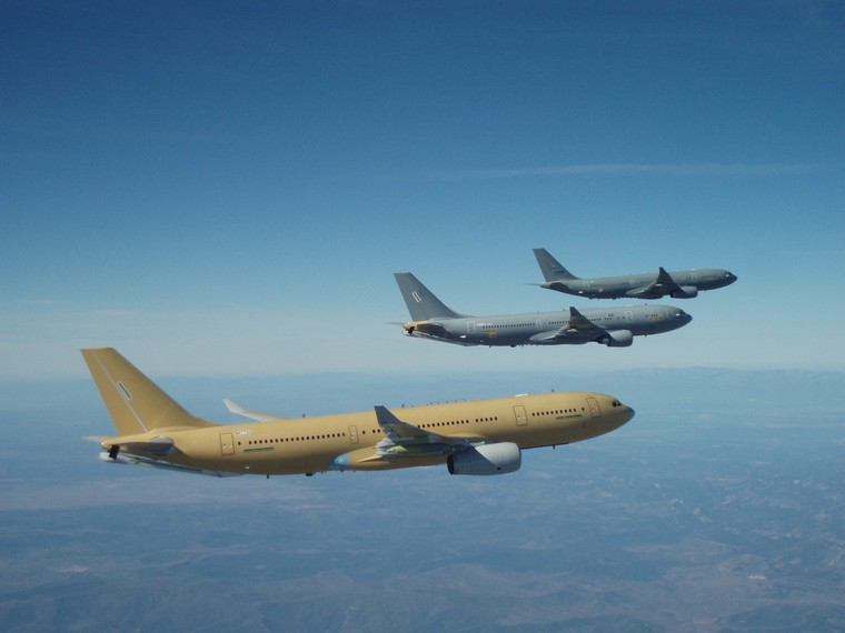 Três Airbus A330 MRTT em voo de formação