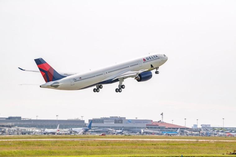 A330neo da Delta Air Lines decolando da França