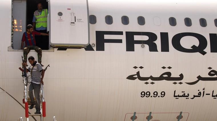 Rebeldes a bordo do Airbus A340 do ditador líbio Muammar Kaddafi