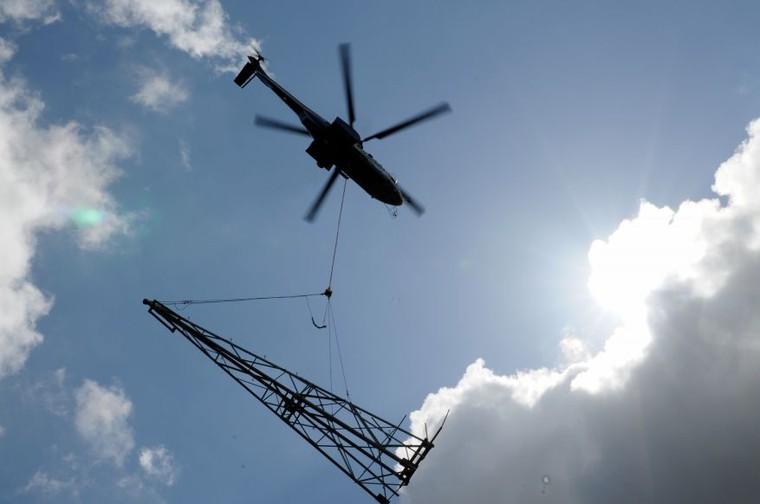 H225 utilizado em montagem de torres de transmissão