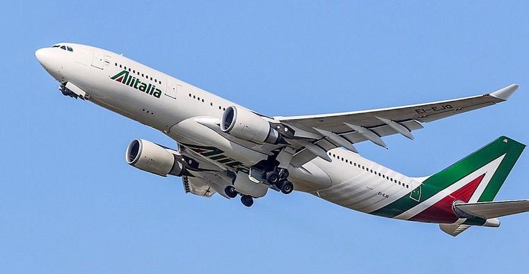 Airbus A330 da Alitalia decolando