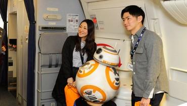 [Internacional] Empresa aérea japonesa mostra terceiro avião com pintura do Star Wars Ana_jet_17_free_medium