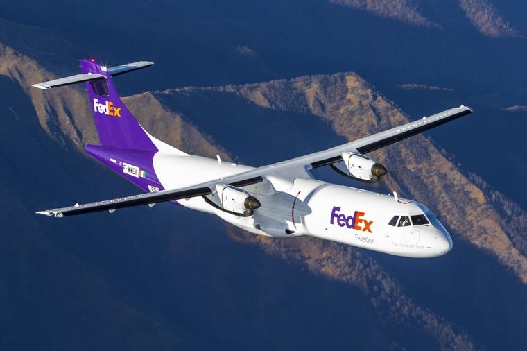 ATR 72 da FedEx em voo