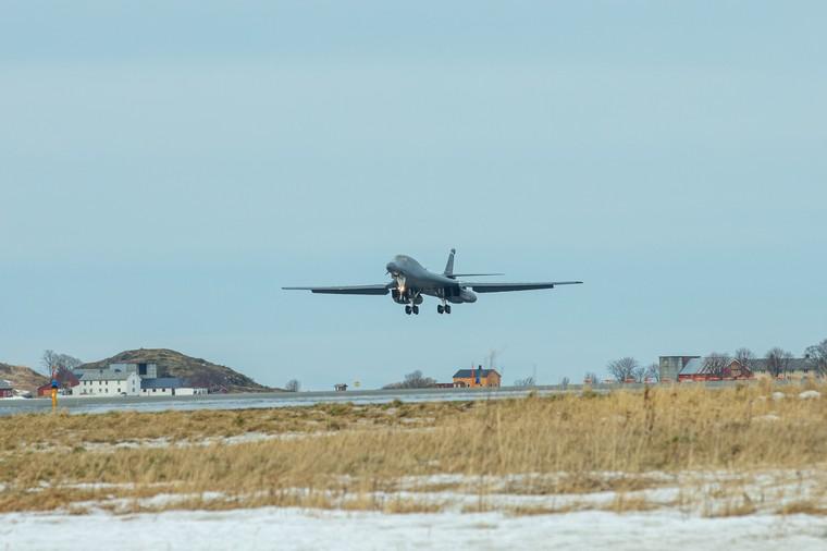 Bombardeiros B-1B dos EUA chegam a Noruega