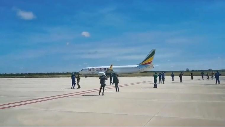 Boeing 737-800F da Ethiopian Cargo em aeroporto errado