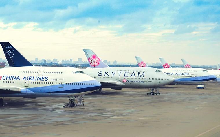 Boeing 747 da China Airlines estacionados no aeroporto de Taipei, em Taiwan