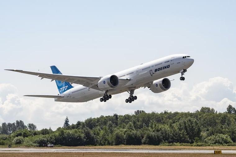 Boeing 777-9 durante campanha de ensaios em voo