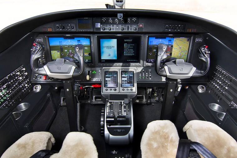 Cockpit do Citation CJ3+ com a suíte de aviônicos Garmin 3000