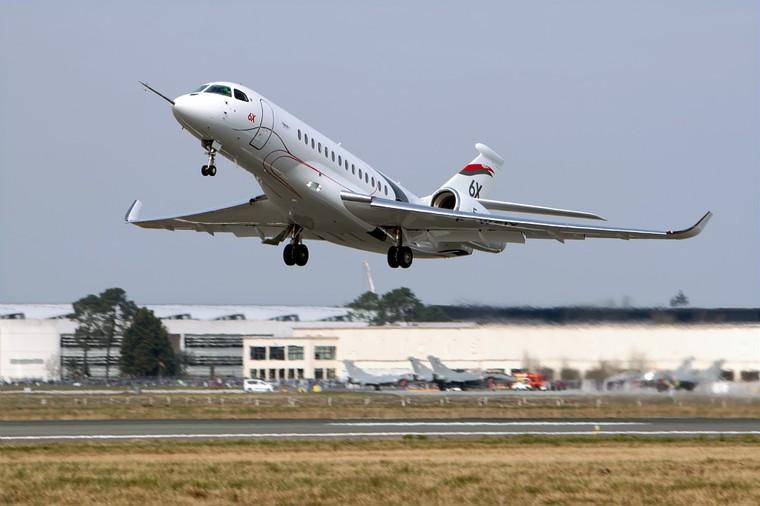 Primeiro voo do jato de negócios Dassault 6X
