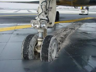 Avião sobre o EMAS