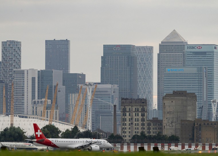 Embraer E190-E2 da Helvetic no aeroporto de London City