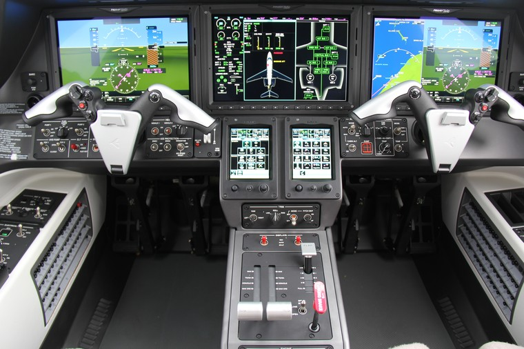 Cockpit do Phenom 300E