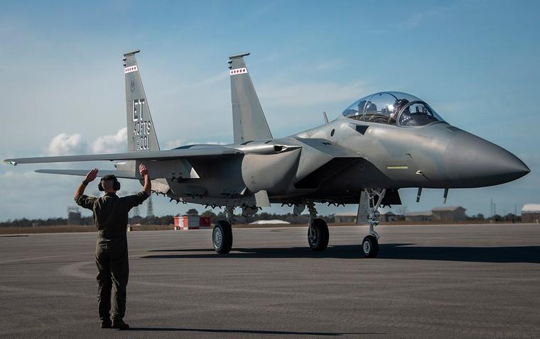 Primeiro F-15EX da força aérea dos EUA
