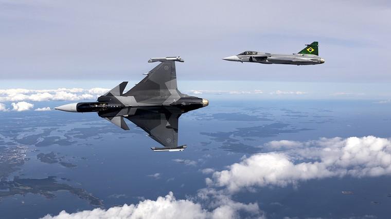 Gripen E da força aérea da Suécia e da força aérea brasileira