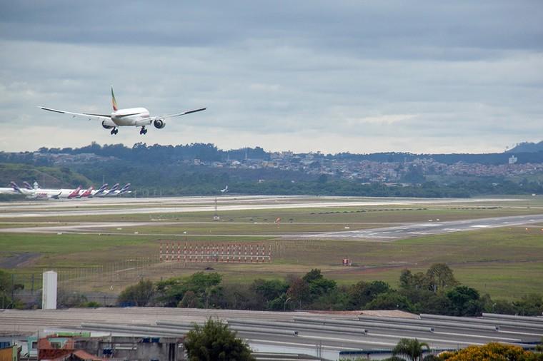 Boeing 787 da Ethiopian Airlines pousando em GRU