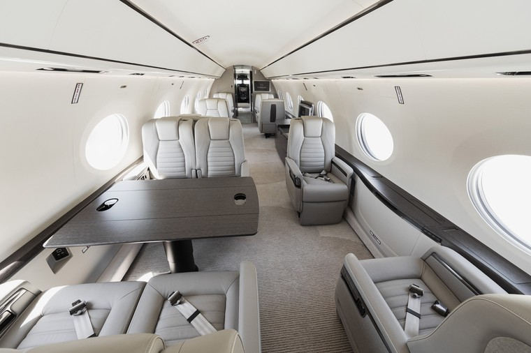 Interior do G700 da Gulfstream