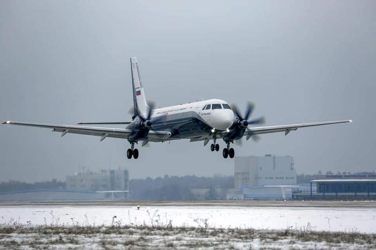 Il-114-300 durante o primeiro voo