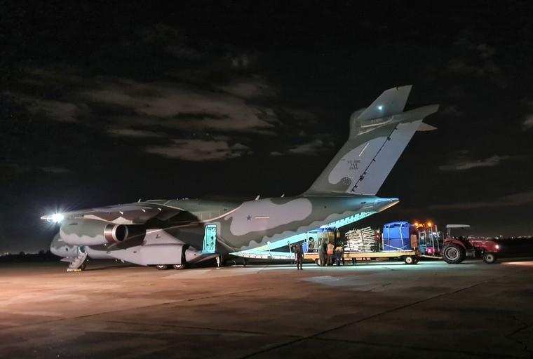 KC-390 da FAB com hospital de campanha