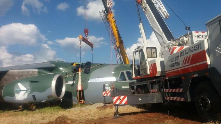 EMBRAER KC-390  - Página 7 Kc-390_crash_1_free_big