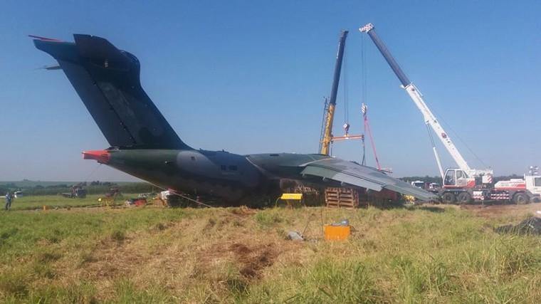 EMBRAER KC-390  - Página 7 Kc-390_crash_3_free_big