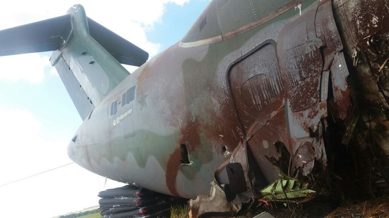 EMBRAER KC-390  - Página 7 Kc-390_crash_4_free_big