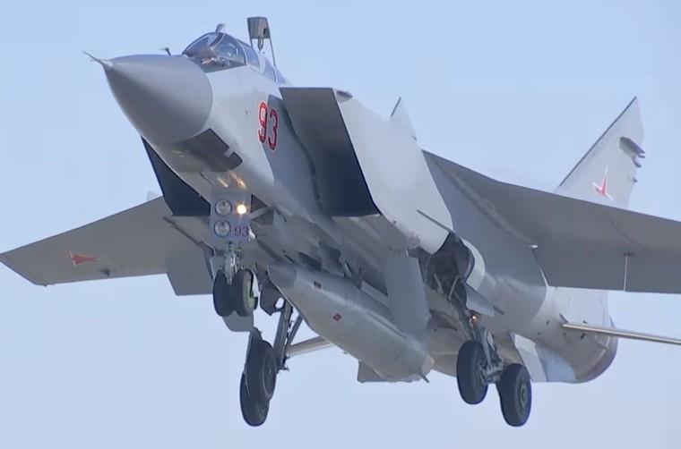 MiG-31K equipado com míssil Kh-47M2