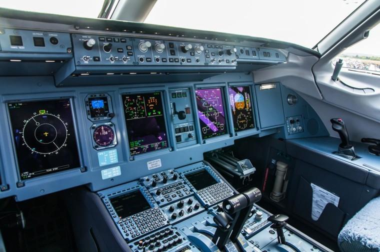 Cockpit do Superjet 100