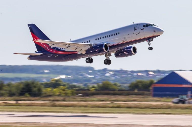 Superjet 100 será equipado com sistemas russos