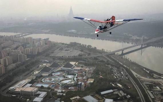 Que tal sobrevoar a capital da Coreia do Norte?