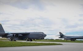 B-52, B-1B e B-2 em voo conjunto