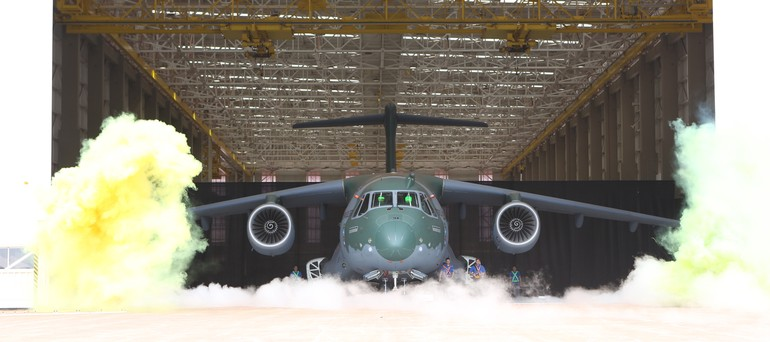 Roll-out do primeiro protótipo do KC-390