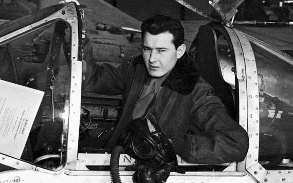 Mundo da aviação perde Bob Hoover