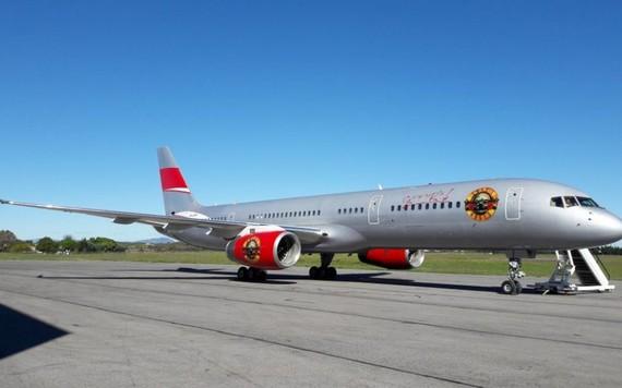 O avião personalizado do Guns N' Roses